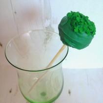St Partick's Day Treats: Shamrock Cake Pops