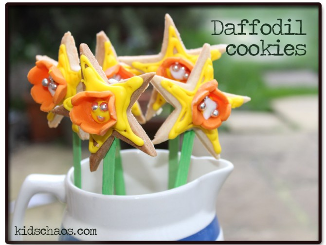 Spring Crafts: Daffodil shaped biscuits