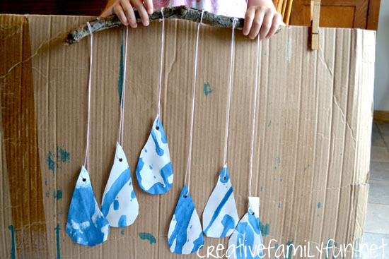 Rainy Day Crafts: Raindrop mobile