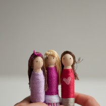 DIY Dolls – Yarn Wrapped Peg Dollies