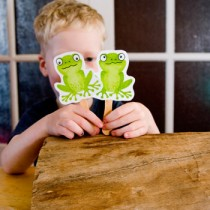 Nursery Rhyme Crafts: 5 Little Speckled Frogs