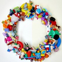 Recycled Plastic Toy Wreath – an easy DIY