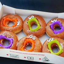 Vampire Teeth Donuts – Easy Treats for Halloween