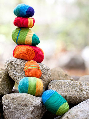 rock craft ideas - yarn wrapped rocks