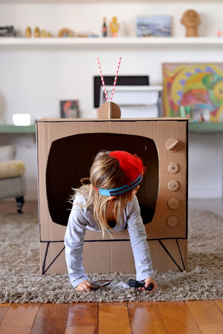 Diy cardboard television fun crafts kids for Craft box for toddlers