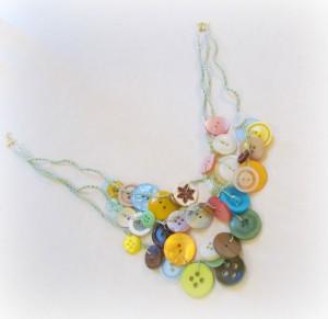 button crafts necklace