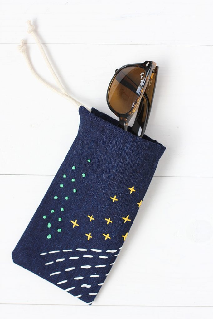 http://www.aliceandlois.com/diy-no-sew-embroidered-sunglasses-case/